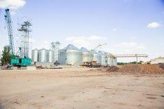 Bouwwerflift, graanschuur stock afbeelding