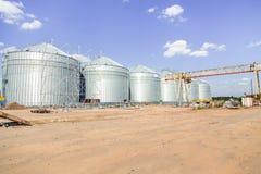 Bouwwerflift, graanschuur stock foto's