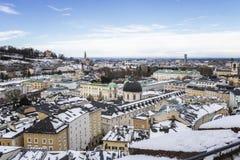Boven de daken van Salzburg stock afbeelding