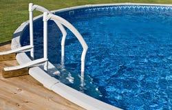 Boven de Pool en de Ladder van de Grond Royalty-vrije Stock Afbeeldingen