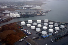Boven de raffinaderij Stock Foto