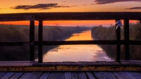 Boven de rivier Stock Foto's