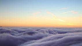 Boven de wolken stock videobeelden