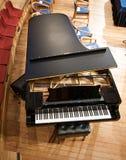 Boven een grote piano Stock Afbeeldingen
