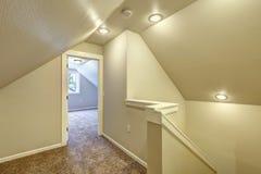 Boven gang met gewelfd plafond Stock Fotografie