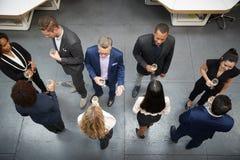Boven Geschoten van Dranken de Bedrijfs van Team Socializing At After Works in Modern Bureau royalty-vrije stock foto
