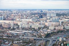 Boven mening van het noorden van de stad van Moskou in schemer stock foto's