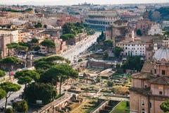 Boven mening van roman forum en Colosseum in Rome Royalty-vrije Stock Afbeeldingen