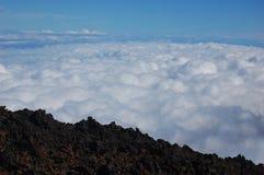 Boven wolken Stock Afbeeldingen