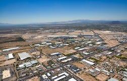 Boven Zuid-Tucson, Arizona die aan het zuidwesten de luchthaven en de Groene Vallei bekijken stock afbeelding