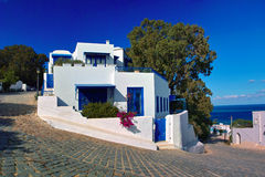 Bovengenoemde Sidibou - blauw en wit huis Stock Afbeelding