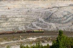 Bovengrondse mijn op mijnbouwverrichtingen in Asbest Rusland Stock Foto