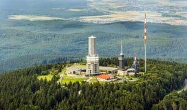 Bovenkant van de Feldberg-Berg met Zendermast Stock Foto's