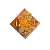 Bovenkant van de gouden doos die op wit wordt geïsoleerdh Stock Foto