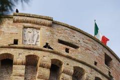 Bovenkant van de toren, de vesting van Acquaviva Picena \ 's Stock Fotografie