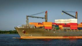 Bovenkant van een containerschip stock foto