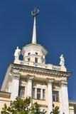 Bovenkant van het sovjetperiodegebouw Royalty-vrije Stock Foto
