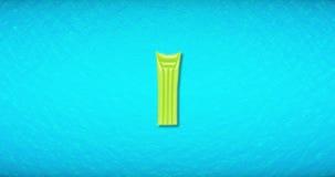 Bovenkant van mening van geel lucht opblaasbaar bed die op de blauwe Caraïbische van overzeese oceaanachtergrond van de het water stock videobeelden