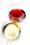 Bovenkant van mening van rode en witte wijnglazen Royalty-vrije Stock Afbeeldingen