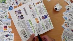 Bovenkant van mensen scherpe coupon die wordt geschoten