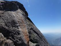 Bovenkant van Moro Rock en zijn vast gesteentetextuur - Sequoia Nationaal Park, Californië, Verenigde Staten Royalty-vrije Stock Foto