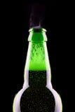Bovenkant van open natte bierfles Royalty-vrije Stock Afbeeldingen