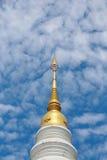 Bovenkant van Thaise chedi noordelijke stijl Stock Foto's