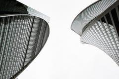 Bovenkant van wolkenkrabbers met glasvoorgevels stock fotografie