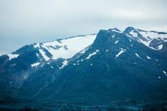 Bovenkanten van bergen met gletsjers Stock Afbeelding