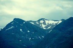 Bovenkanten van bergen met gletsjers Royalty-vrije Stock Foto's