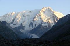 Bovenkanten van bergen, Tien Shan Stock Foto
