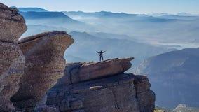 Bovenop de wereld, klippenbalkon stock fotografie