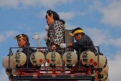 Bovenop een festivalvlotter royalty-vrije stock afbeeldingen