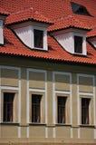 Bovindi e finestre comuni - fasade Immagine Stock