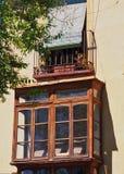 Bovindo e balcone, Toledo Apartment anziano, Spagna immagini stock