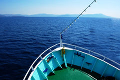 Bow of the boat on water with horizon Royalty Free Stock Photos