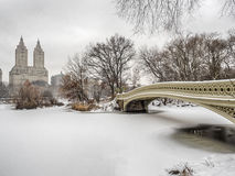 Bow bridge Central Park during snow storm. The Bow Bridge  is a cast iron bridge located in Central Park, New York City, crossing over The Lake Stock Photos