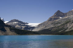 Bow lake and bow glacier in the canadian rockies Royalty Free Stock Photos