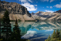 Bow Lake på den Banff nationalparken i Kanada Royaltyfria Foton