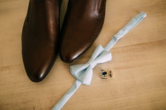 Bow tie and brown shoes Royalty Free Stock Photography