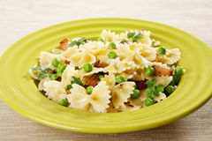 Bow tie pasta with peas Royalty Free Stock Photos