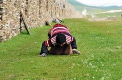 Bowed praying  tibetan girl Royalty Free Stock Photography