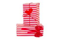bowen boxes röd white för gåvahjärta Arkivfoto