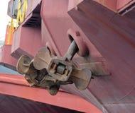 Bower-Anker eines Frachtlastkahnes Stockfotografie
