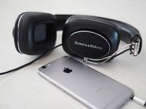 Bowers & Wilkins P7 & Iphone 6 royalty free stock image