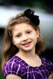 bowflickahår som ler sött barn Fotografering för Bildbyråer
