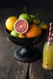 Bowl of assorted fresh citrus fruit Royalty Free Stock Photos