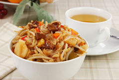 Bowl of beef chow mein Stock Images