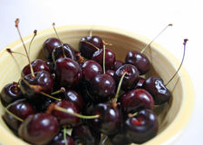 Bowl of black cherries Royalty Free Stock Photos