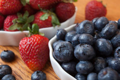 Bowl of blueberries and strawberries Royalty Free Stock Photography
